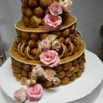 Pièce montée Choux Wedding Cake – Fleurs fraîches
